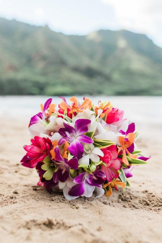 Intimate & Scenic Traditional Hawaiian Lei Exchange Elopement – Chelsea Stratso 33