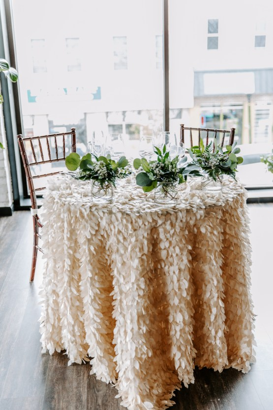 Minimal Tropical Wedding Inspiration With A Surprising Fresh Dinner Idea – Alicia Wiley 2
