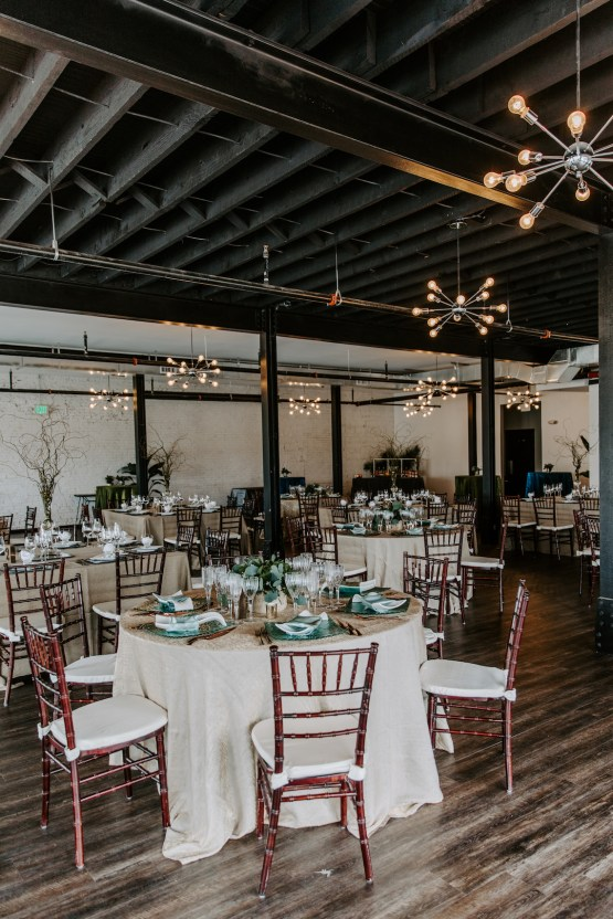 Minimal Tropical Wedding Inspiration With A Surprising Fresh Dinner Idea – Alicia Wiley 4