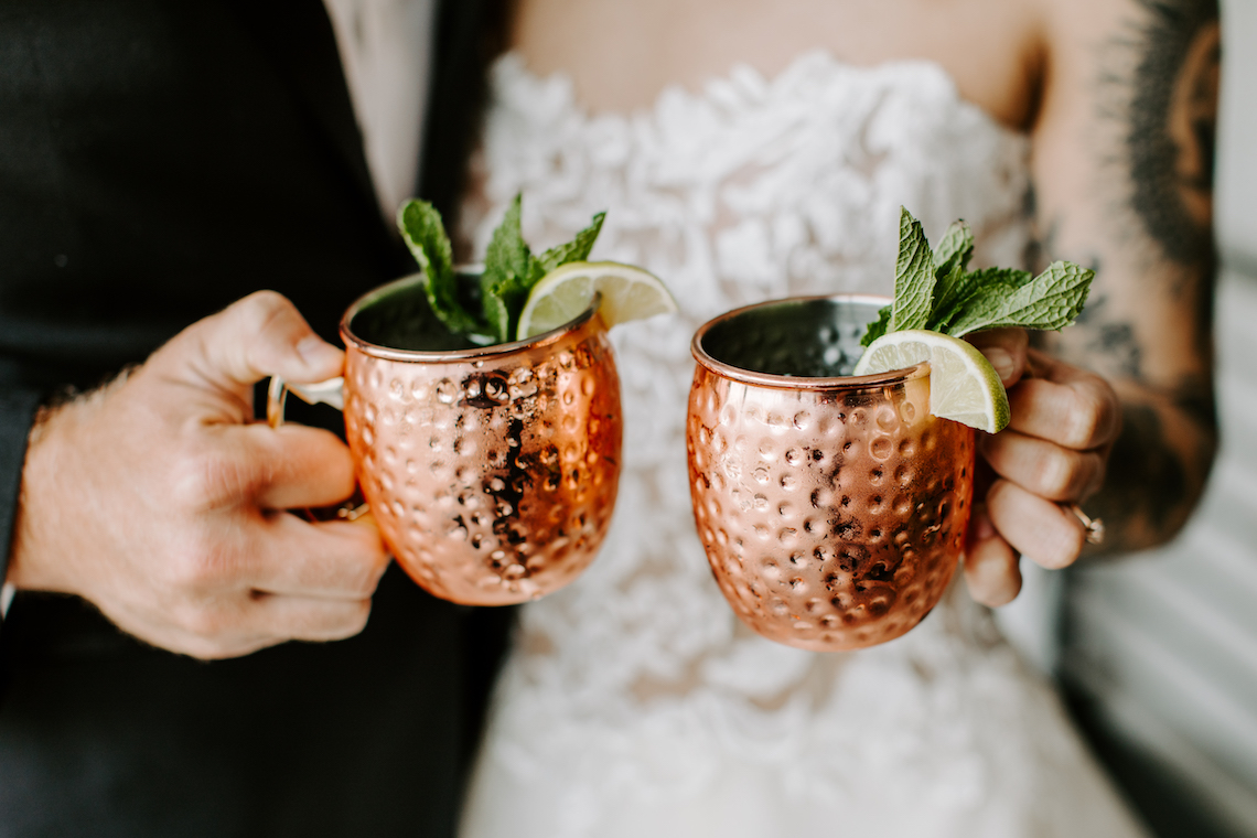 Minimal Tropical Wedding Inspiration With A Surprising Fresh Dinner Idea – Alicia Wiley 47