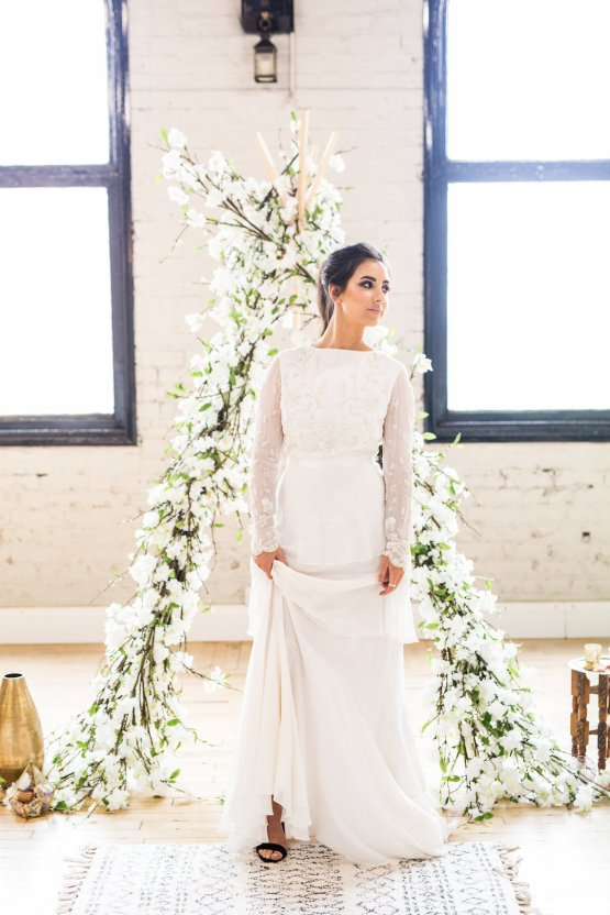 Trendy Loft Wedding Inspiration Featuring A Triangle Altar – Deluxe Blooms 21