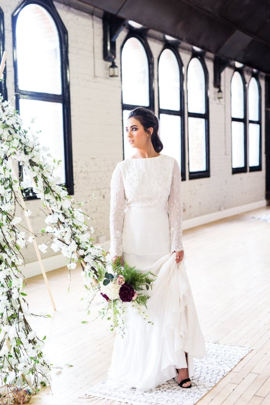 Trendy Loft Wedding Inspiration Featuring A Triangle Altar – Deluxe Blooms 24