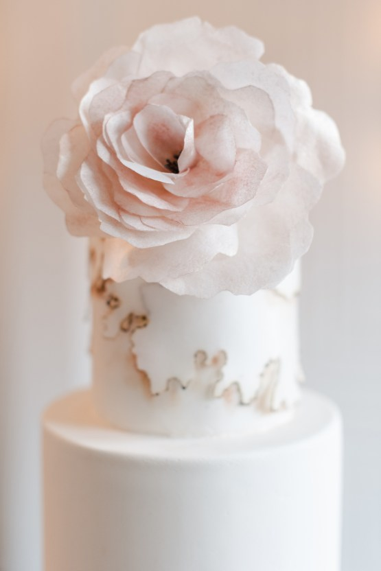 Modern Marble Wedding Inspiration With A Pearl Bridal Cape – Roots of Life Photography 38