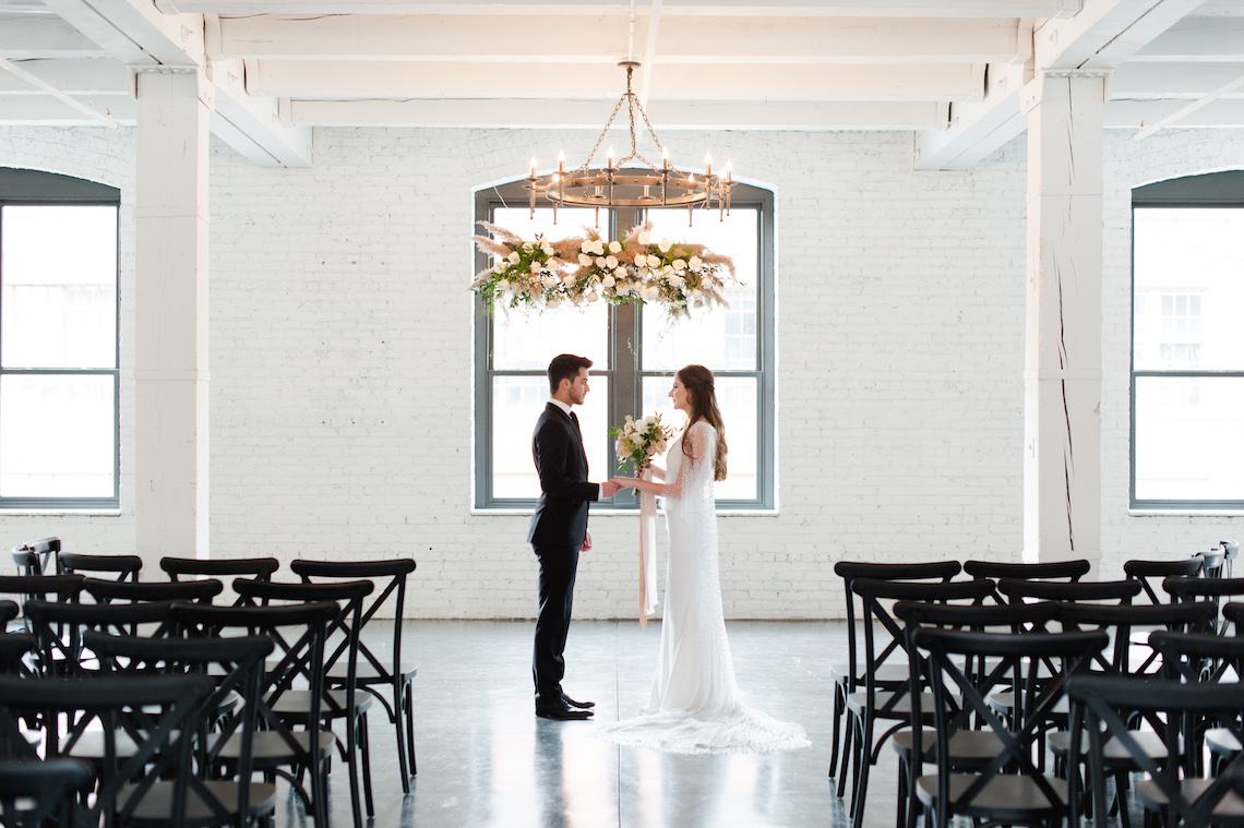 Modern Marble Wedding Inspiration With A Pearl Bridal Cape – Roots of Life Photography 6