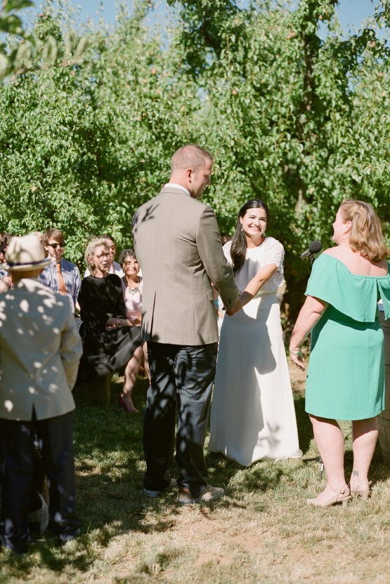 Cute Mt Hood Oregon Orchard Wedding – Simply Splendid Photography 37