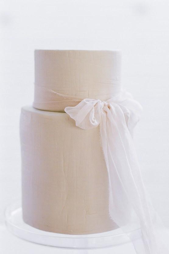 Elegant Fuchsia Wedding Inspiration in Charleston – Carrie Joy Photography – Detailed I Dos 6