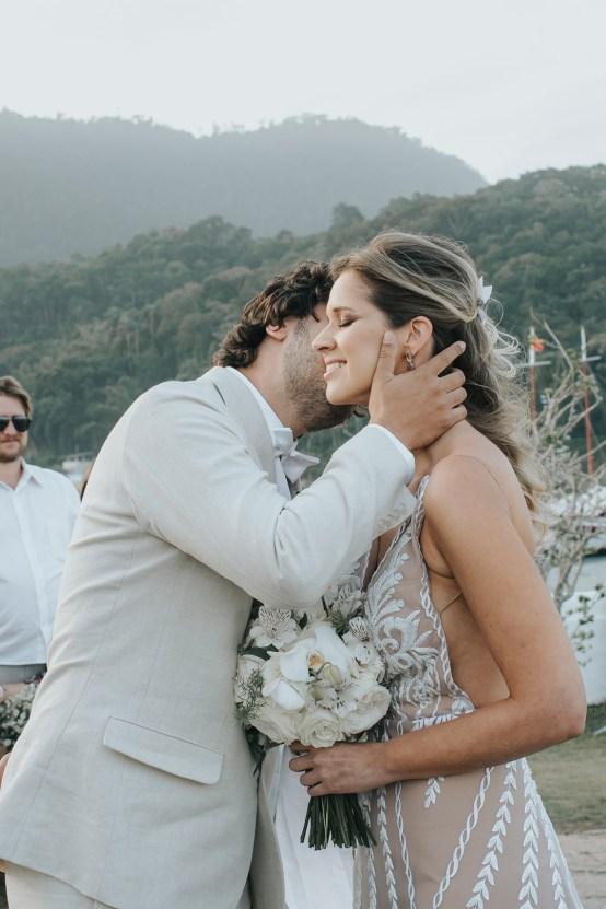 Epic Bohemian Wedding On A Tiny Brazilian Island – Val e Wander Fotografia 10