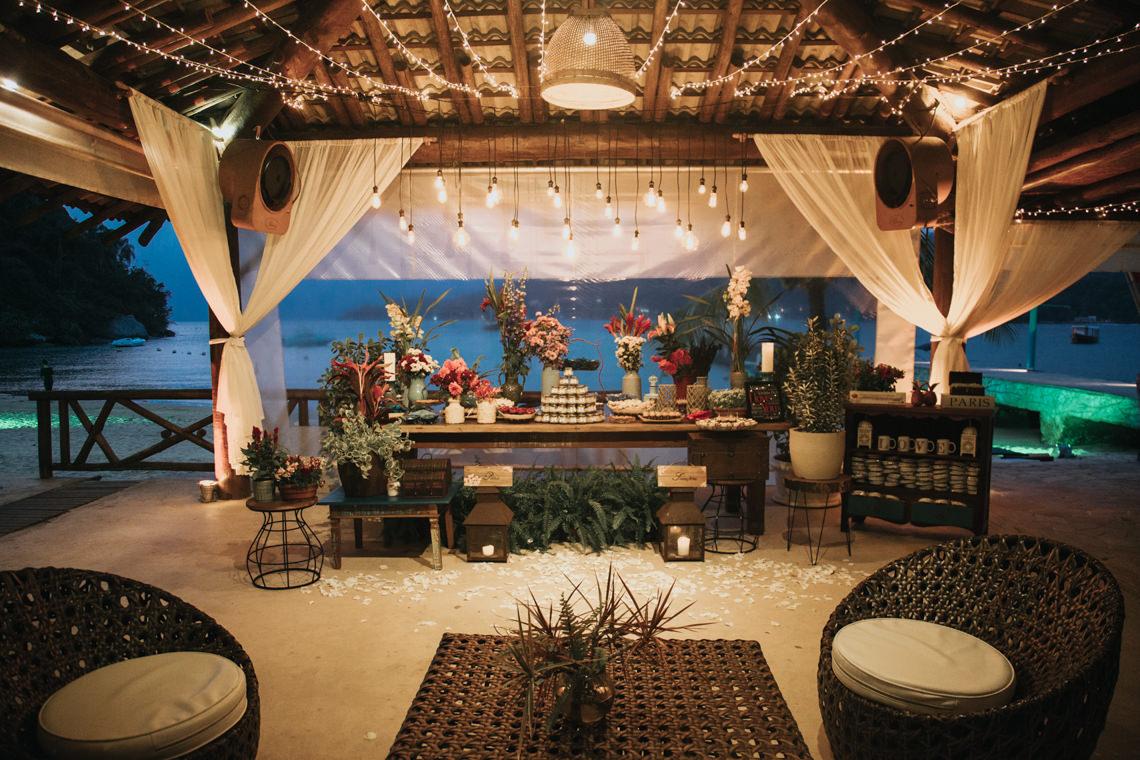 Epic Bohemian Wedding on a Tiny Island in Brazil – Val e Wander 13