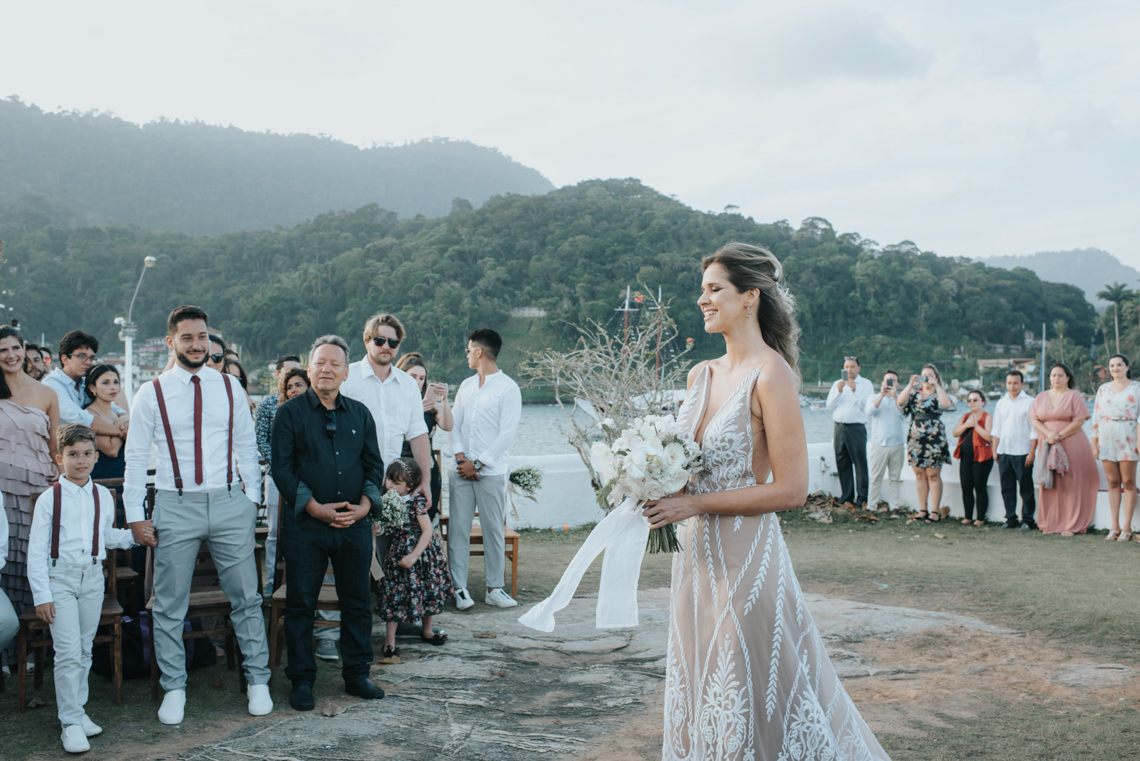 Epic Bohemian Wedding on a Tiny Island in Brazil – Val e Wander 6
