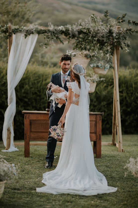 Romantic and Fashionable Spanish Boho Wedding – Javier Berenguer 33