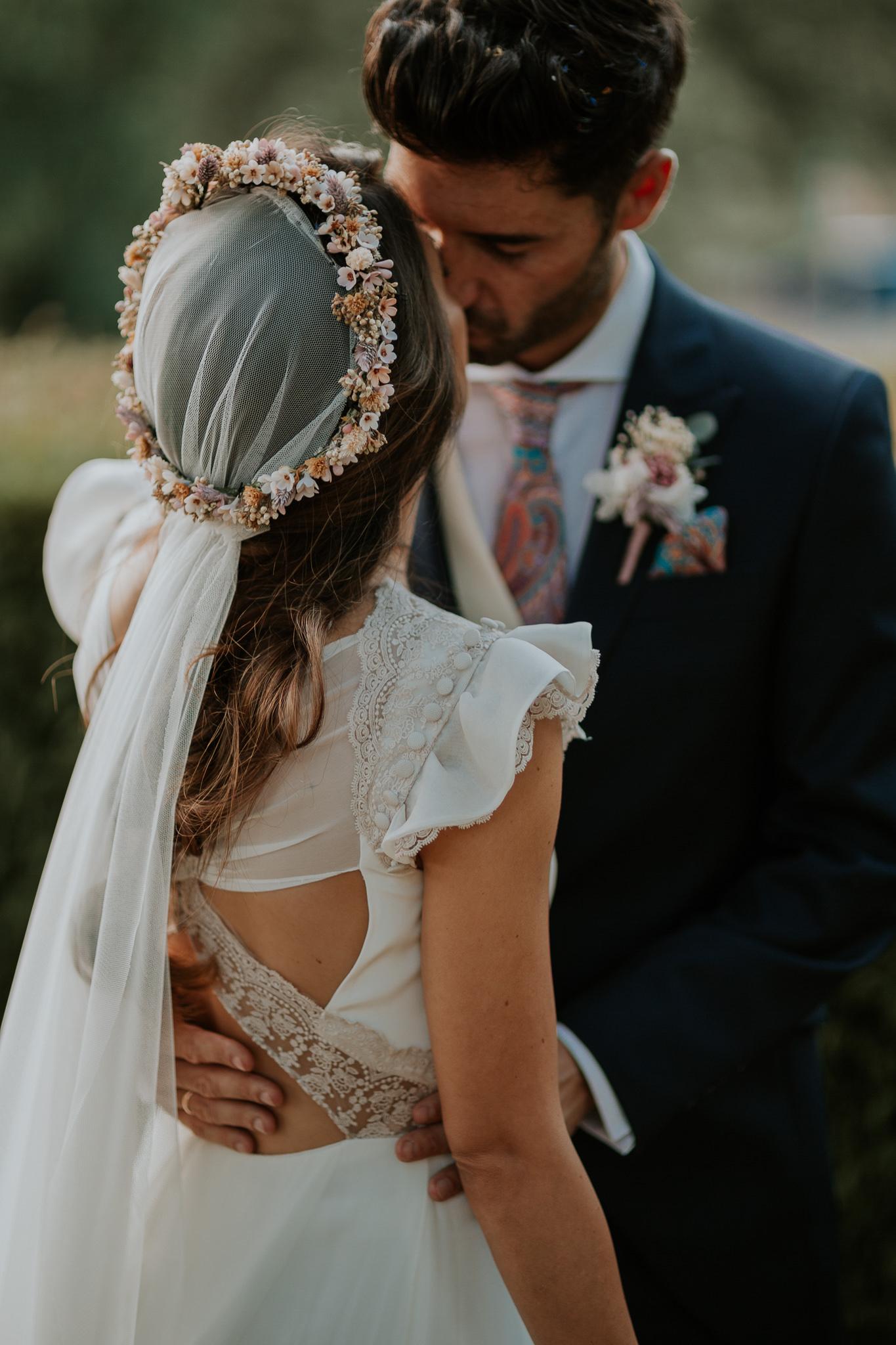 Romantic and Fashionable Spanish Boho Wedding – Javier Berenguer 36