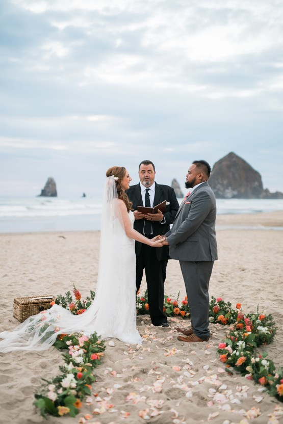 Cannon Beach Bonfire Wedding With Smores – Marina Goktas Photography 26