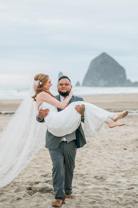 Cannon Beach Bonfire Wedding With Smores – Marina Goktas Photography 31
