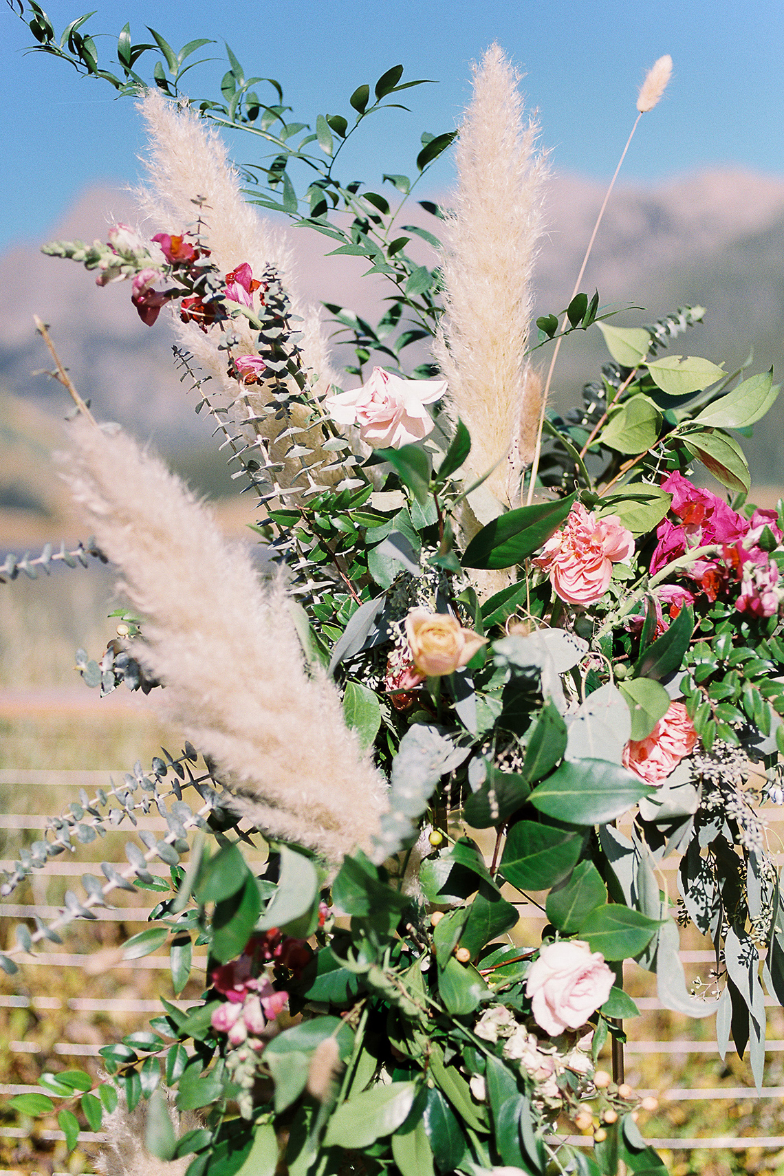 Colorful Colorado Wedding with Stunning Mountain Views – Callie Hobbs – Banks and Leaf 17