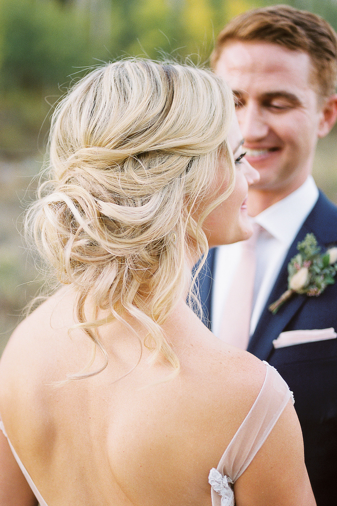 Colorful Colorado Wedding with Stunning Mountain Views – Callie Hobbs – Banks and Leaf 35