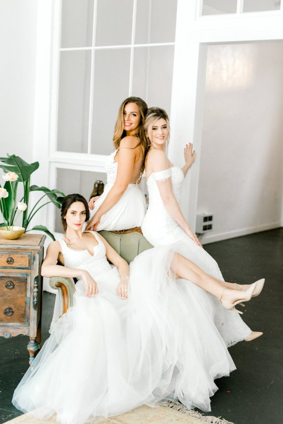 Monica Phoebe and Rachel Friends Bridal Inspiration – Lora Grady Photography 15