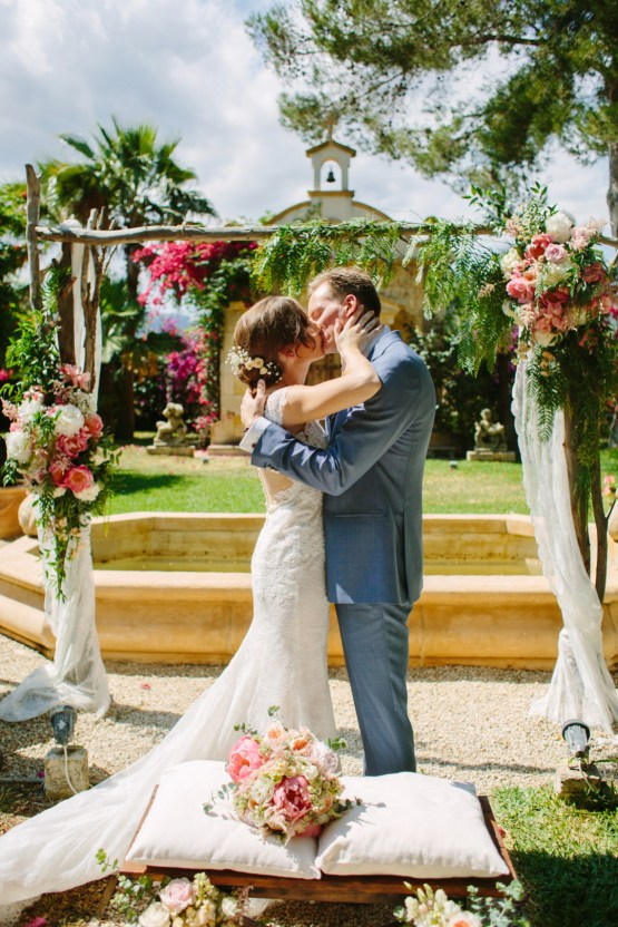 Posh Mallorca Pool Party Wedding at a Rustic Spanish Villa – Sandra Manas 23