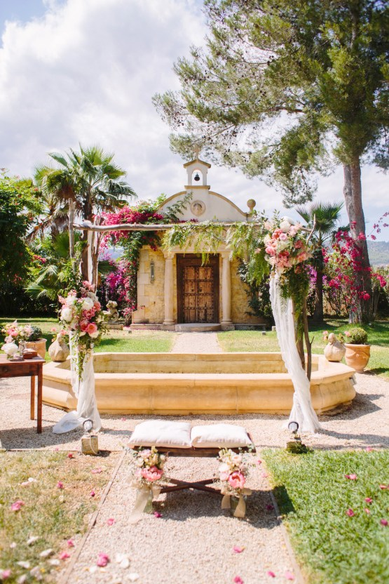 Posh Mallorca Pool Party Wedding at a Rustic Spanish Villa – Sandra Manas 24