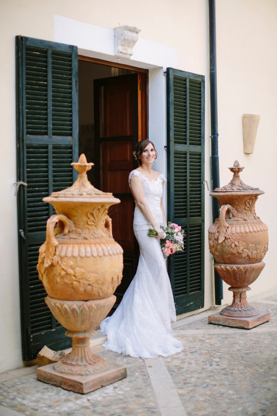 Posh Mallorca Pool Party Wedding at a Rustic Spanish Villa – Sandra Manas 37