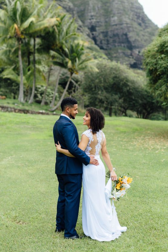 A Modern & Bright Hawaiian Elopement – Schyne Photography 10