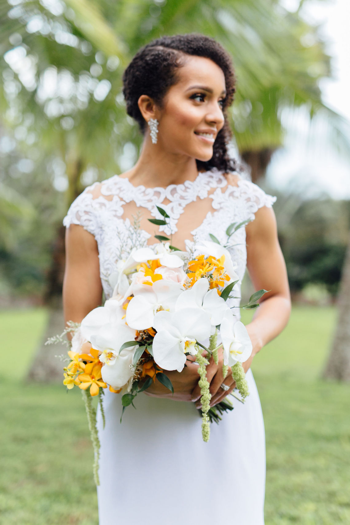 A Modern & Bright Hawaiian Elopement – Schyne Photography 11