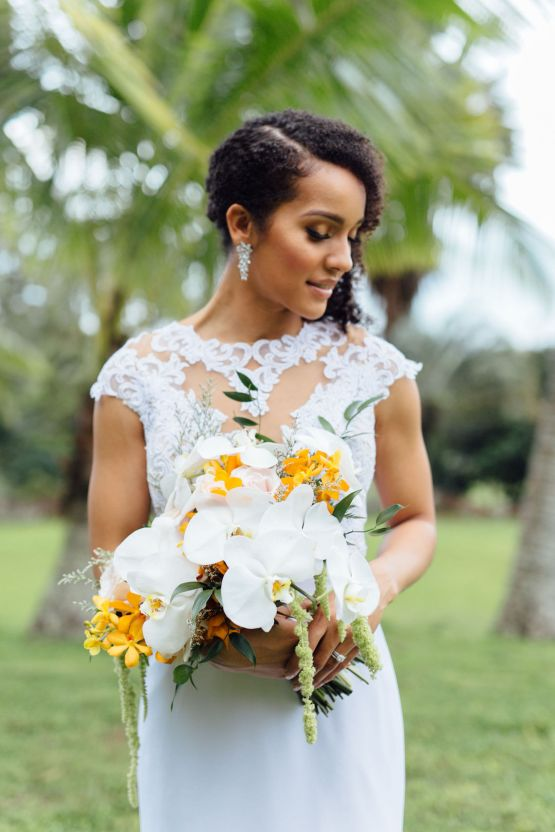 A Modern & Bright Hawaiian Elopement – Schyne Photography 12
