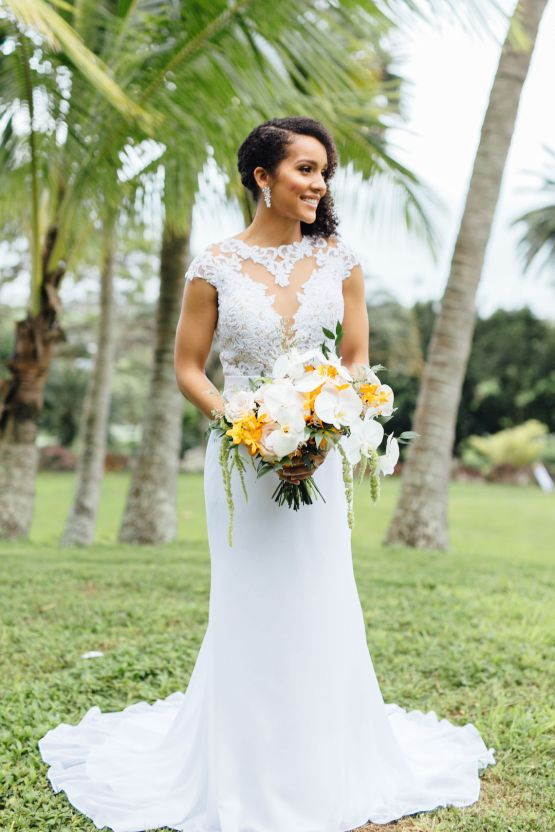 A Modern & Bright Hawaiian Elopement – Schyne Photography 14