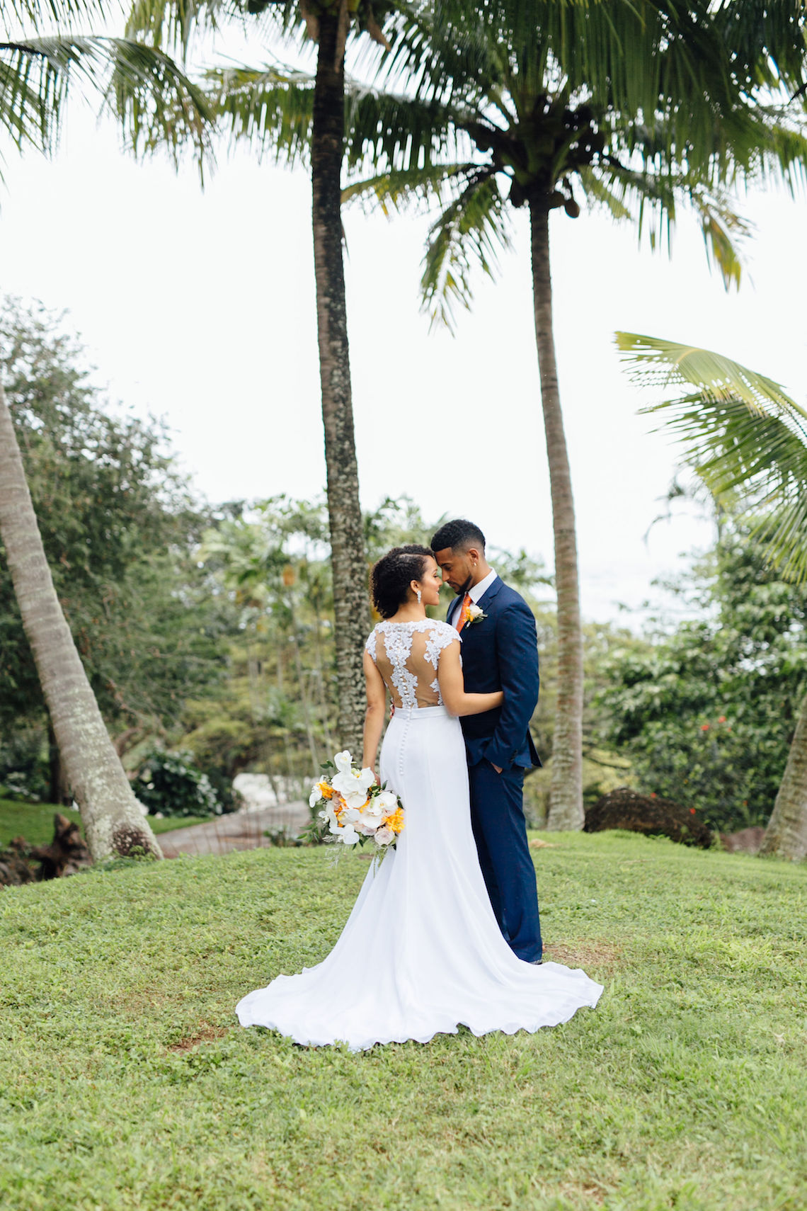 A Modern & Bright Hawaiian Elopement – Schyne Photography 16