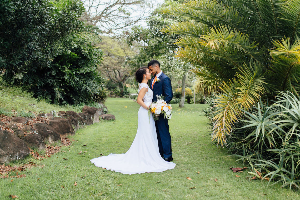 A Modern & Bright Hawaiian Elopement – Schyne Photography 22