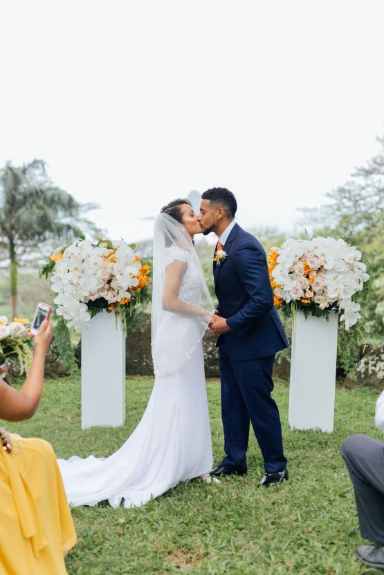 A Modern & Bright Hawaiian Elopement – Schyne Photography 4