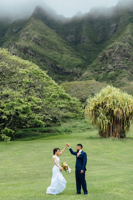 A Modern & Bright Hawaiian Elopement – Schyne Photography 9