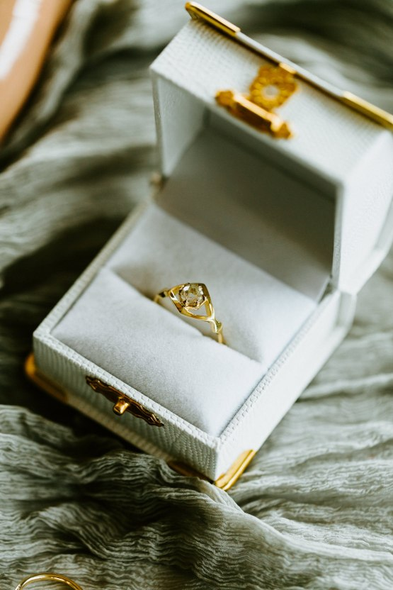 Chic Fall Loft Wedding Inspiration from Toronto – Shannon Robbins Photography – June Bloom Events 13