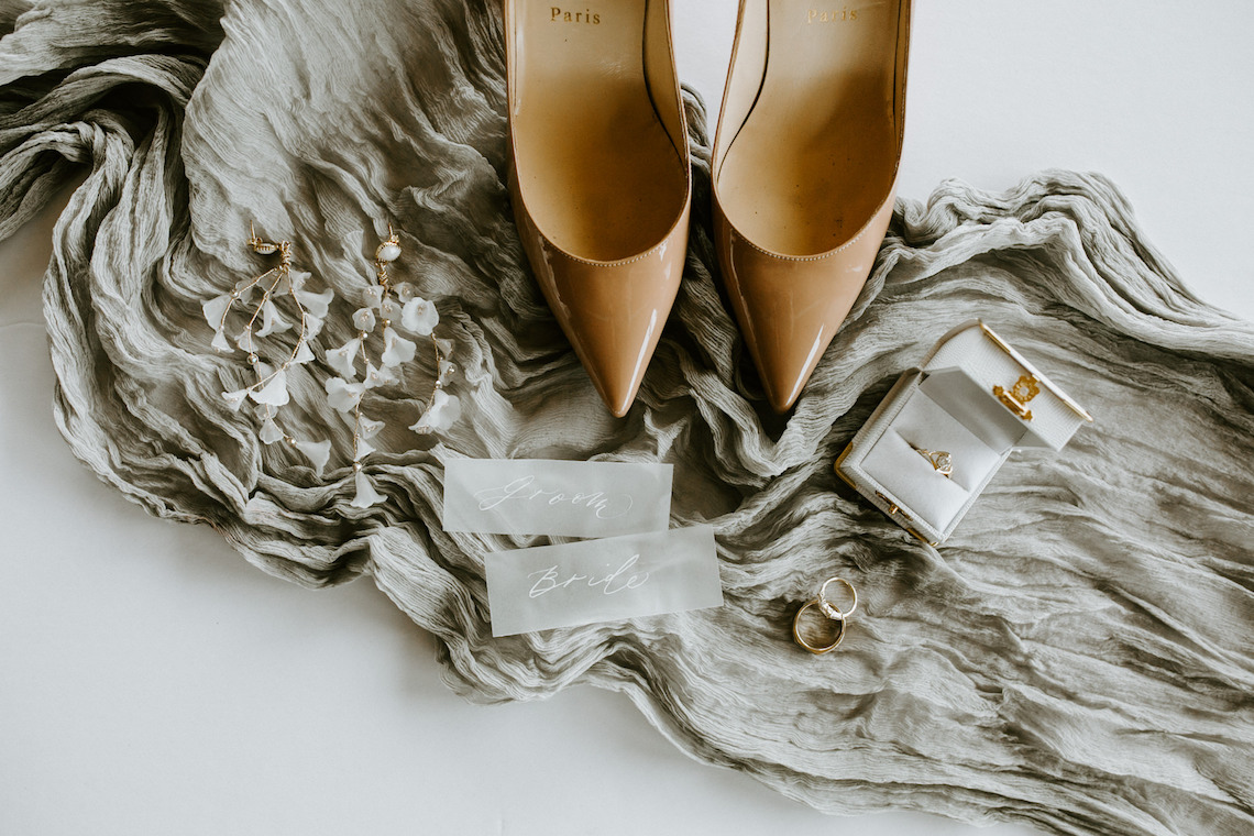 Chic Fall Loft Wedding Inspiration from Toronto – Shannon Robbins Photography – June Bloom Events 4