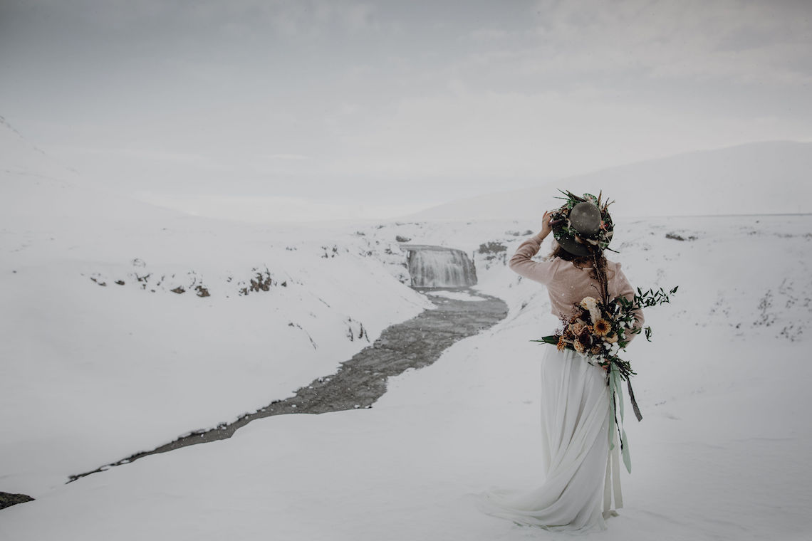 Wild Winter Wedding Inspiration from Iceland – Snowy Scenery and a Bridal Sweater – Melanie Munoz Photography 1