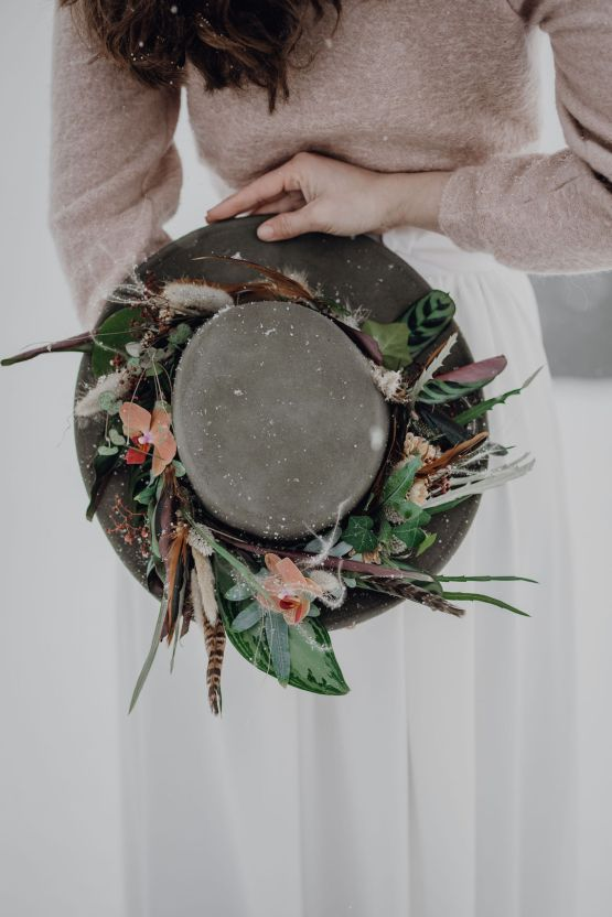 Wild Winter Wedding Inspiration from Iceland – Snowy Scenery and a Bridal Sweater – Melanie Munoz Photography 19