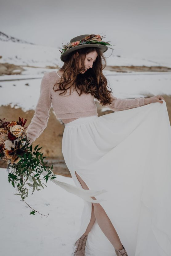 Wild Winter Wedding Inspiration from Iceland – Snowy Scenery and a Bridal Sweater – Melanie Munoz Photography 27