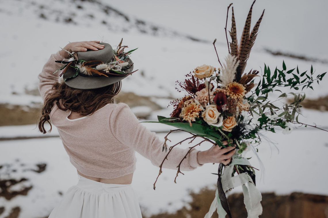 Wild Winter Wedding Inspiration from Iceland – Snowy Scenery and a Bridal Sweater – Melanie Munoz Photography 3