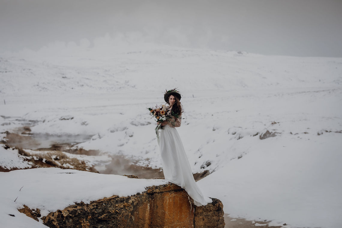 Wild Winter Wedding Inspiration from Iceland – Snowy Scenery and a Bridal Sweater – Melanie Munoz Photography 4