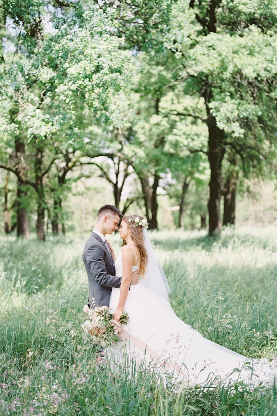 Whimsical Floral-Filled Woodland Wedding – Walnut and Main – Irina Turkova Photography 25