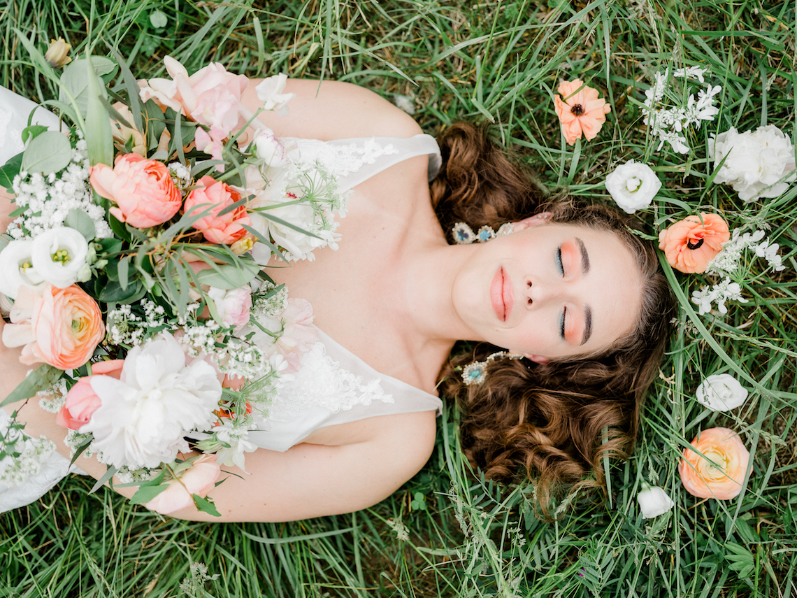 Whimsical Pantone Living Coral Colorful Meadow Wedding Inspiration – Kira Nicole Photography 5