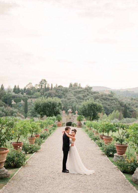 Breathtaking Tuscan Fine Art Wedding Inspiration – Olga Makarova 40
