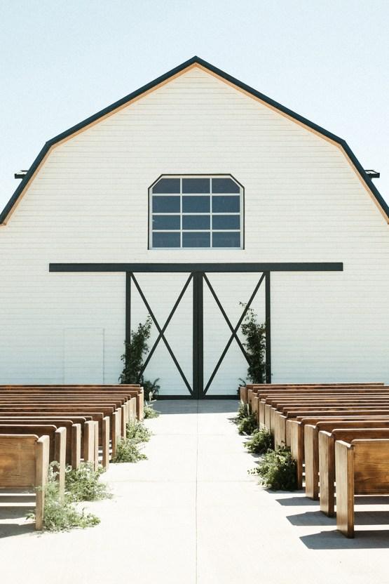 Joyous Oregon Berry Farm Wedding – Phil Chester – Peachy Keen Coordination – Hoffman Farm Store 12