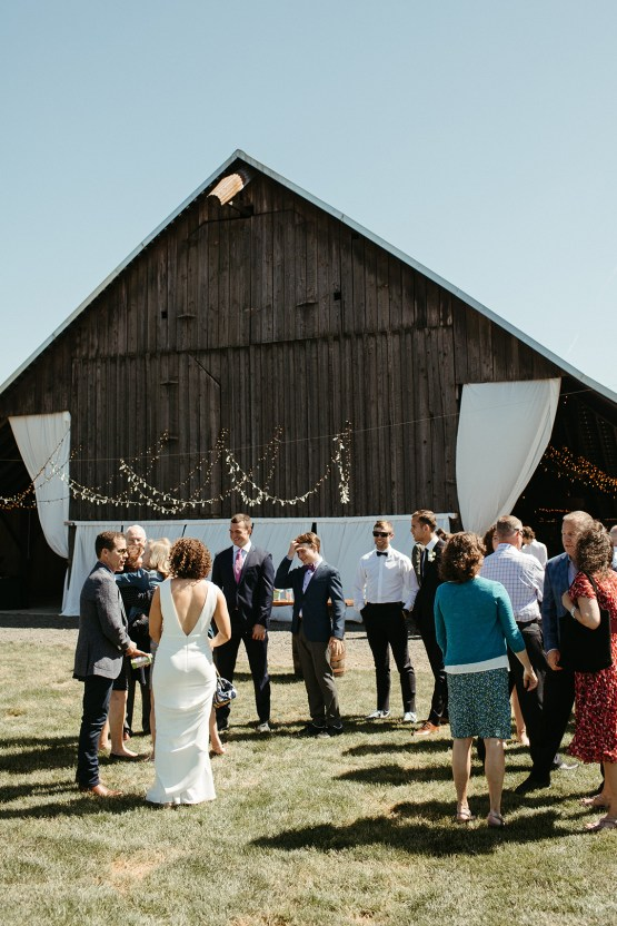 Joyous Oregon Berry Farm Wedding – Phil Chester – Peachy Keen Coordination – Hoffman Farm Store 17