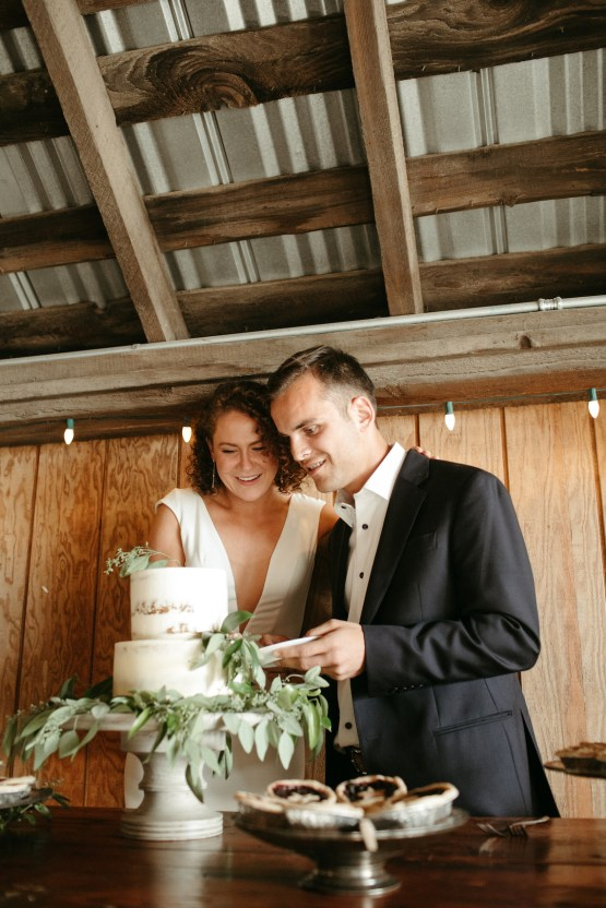 Joyous Oregon Berry Farm Wedding – Phil Chester – Peachy Keen Coordination – Hoffman Farm Store 29