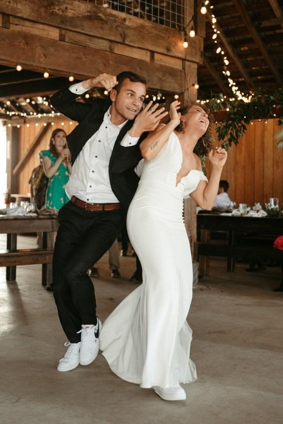 Joyous Oregon Berry Farm Wedding – Phil Chester – Peachy Keen Coordination – Hoffman Farm Store 30
