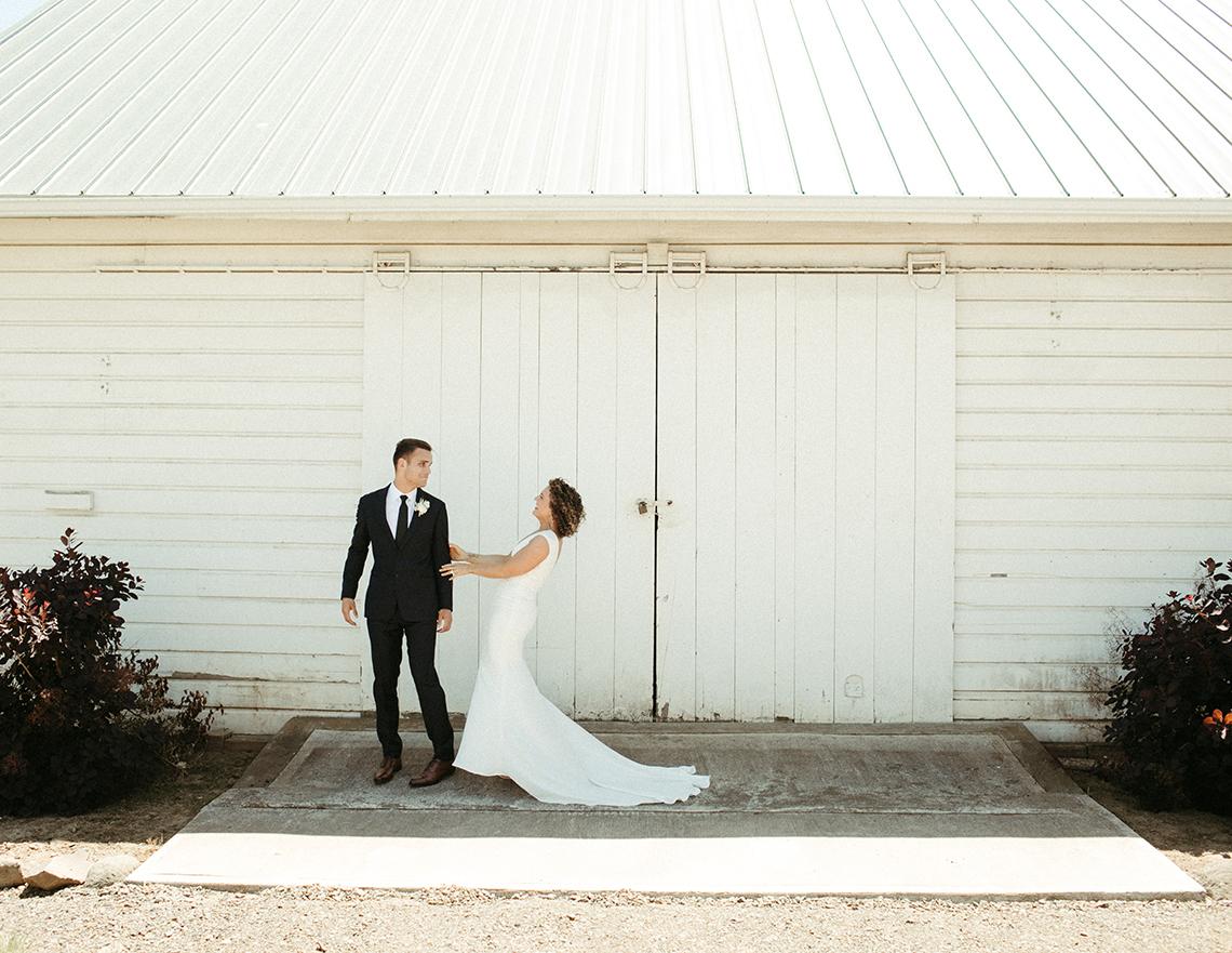 Joyous Oregon Berry Farm Wedding – Phil Chester – Peachy Keen Coordination – Hoffman Farm Store 38