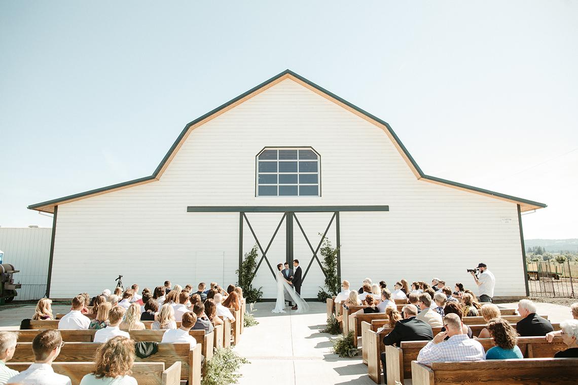 Joyous Oregon Berry Farm Wedding – Phil Chester – Peachy Keen Coordination – Hoffman Farm Store 43
