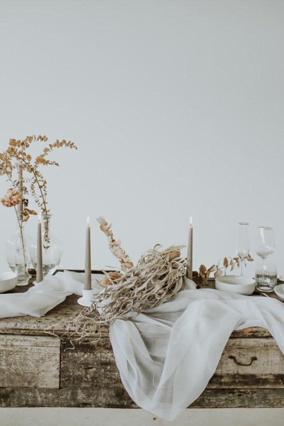White and Taupe Minimalistic Wedding Inspiration – Vanessa Illi 15