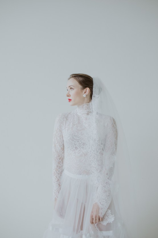 White and Taupe Minimalistic Wedding Inspiration – Vanessa Illi 36