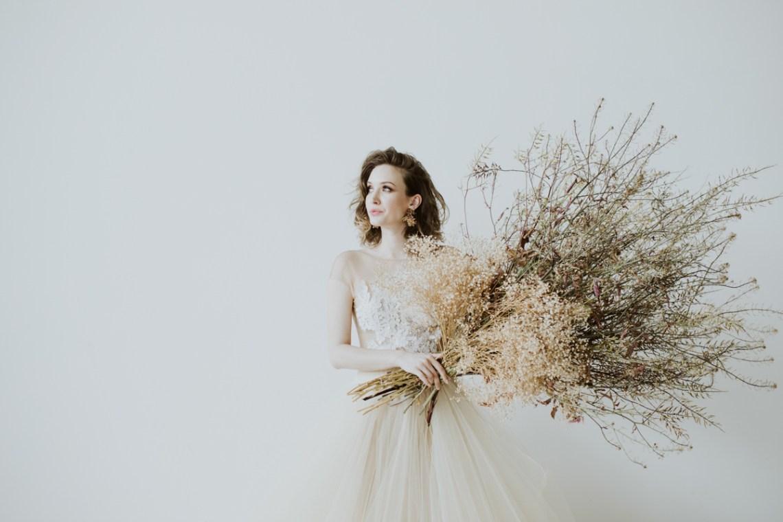 White and Taupe Minimalistic Wedding Inspiration – Vanessa Illi 6